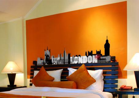 Sticker Ville De Londres Noir Et Couleurs Pour Tete De Lit