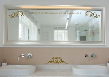 Stickers pour miroir salle de bain avec textes par d cor c bo for Decoller un miroir